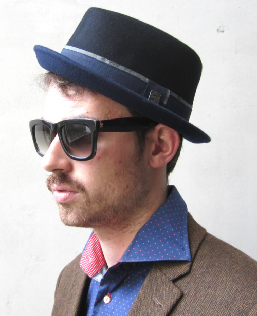Dasmarca Edward porkpie hat in black/navy - model side